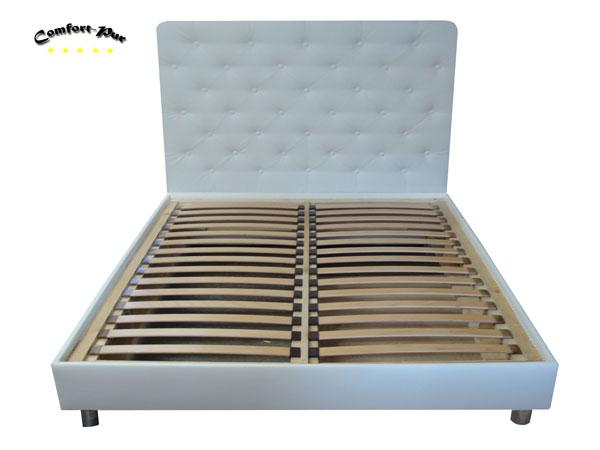 łóżko z panelem